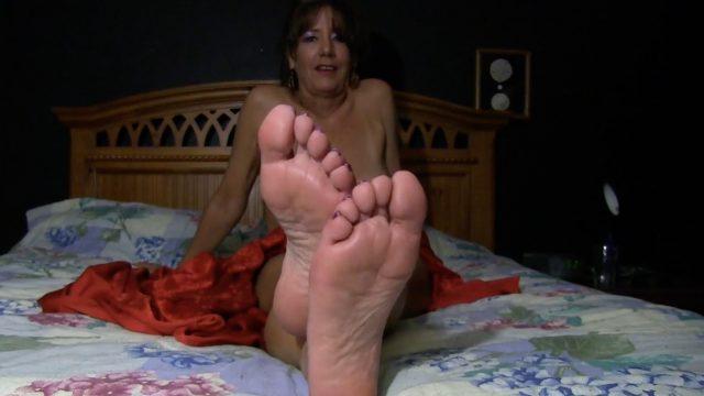 milf beautiful foot tease