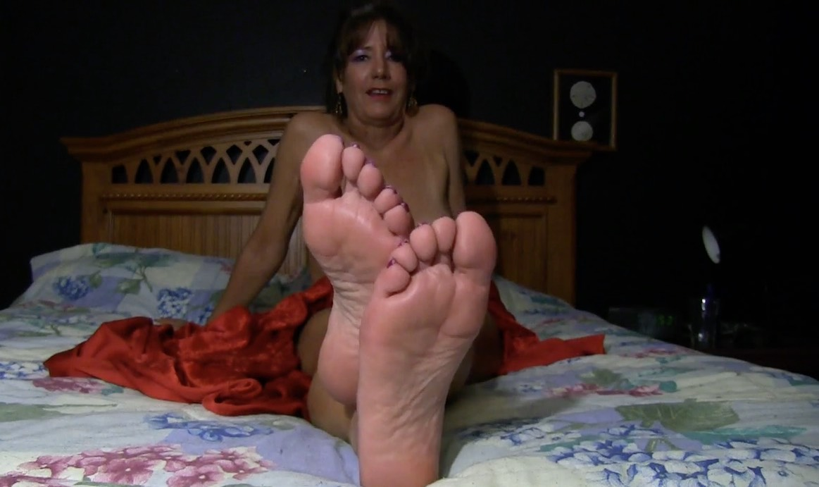 Old MILF with Beautiful Foot Tease