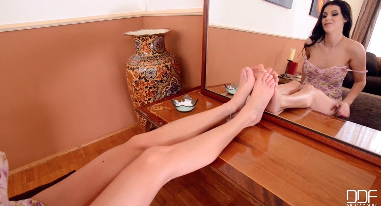 Azure Storm's Feet