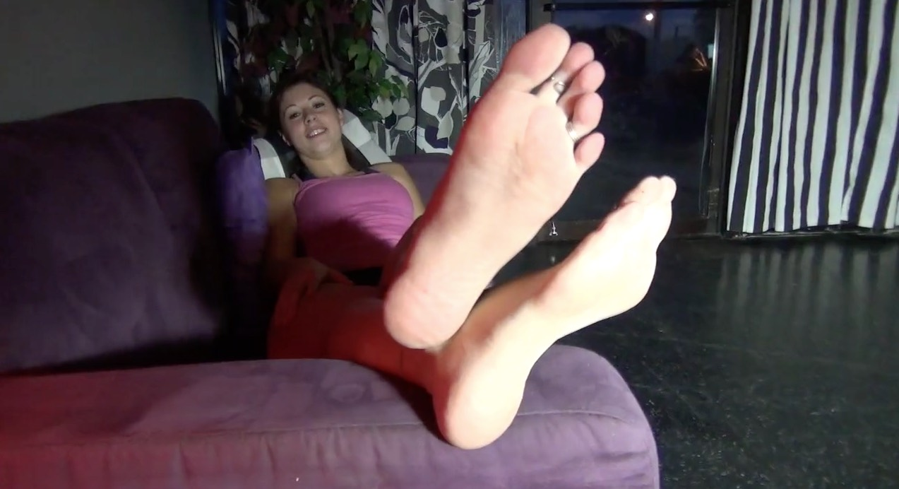 Pretty Coed Babe, Teasing her Long Toes