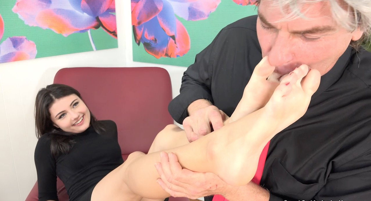 Gorgeous Coed getting her Feet Worked