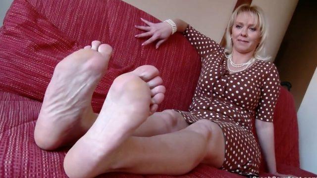 mature czech foot tease