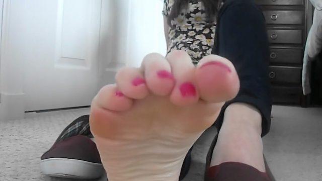 giantess babe pov feet