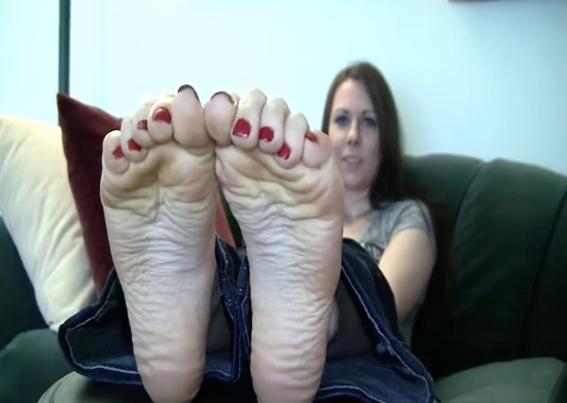 Pretty Girl showing her Soles