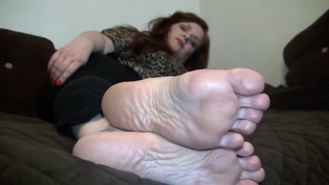 mature foot tease