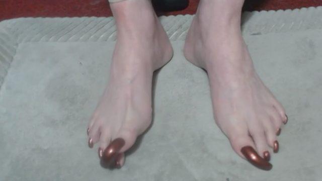 ridiculously long toenails