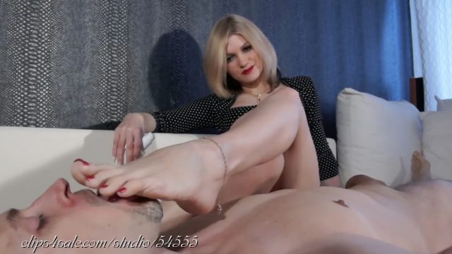 smell of her feet