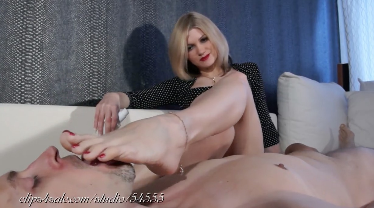 Jacking him off to the Smell of her Feet