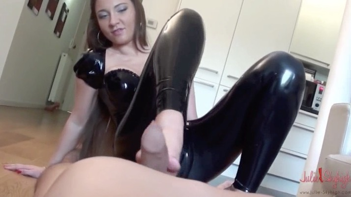 Foot job with Heels