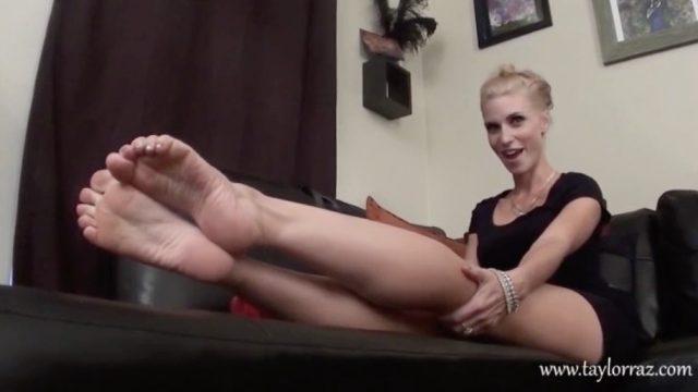 taylor raz feet tease
