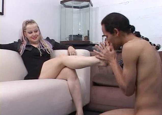 Punk Chick gets her Feet Worshipped