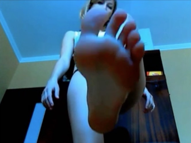 Giantess Coed on Webcam