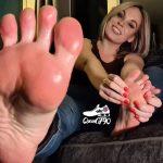 Queen Gym Feet